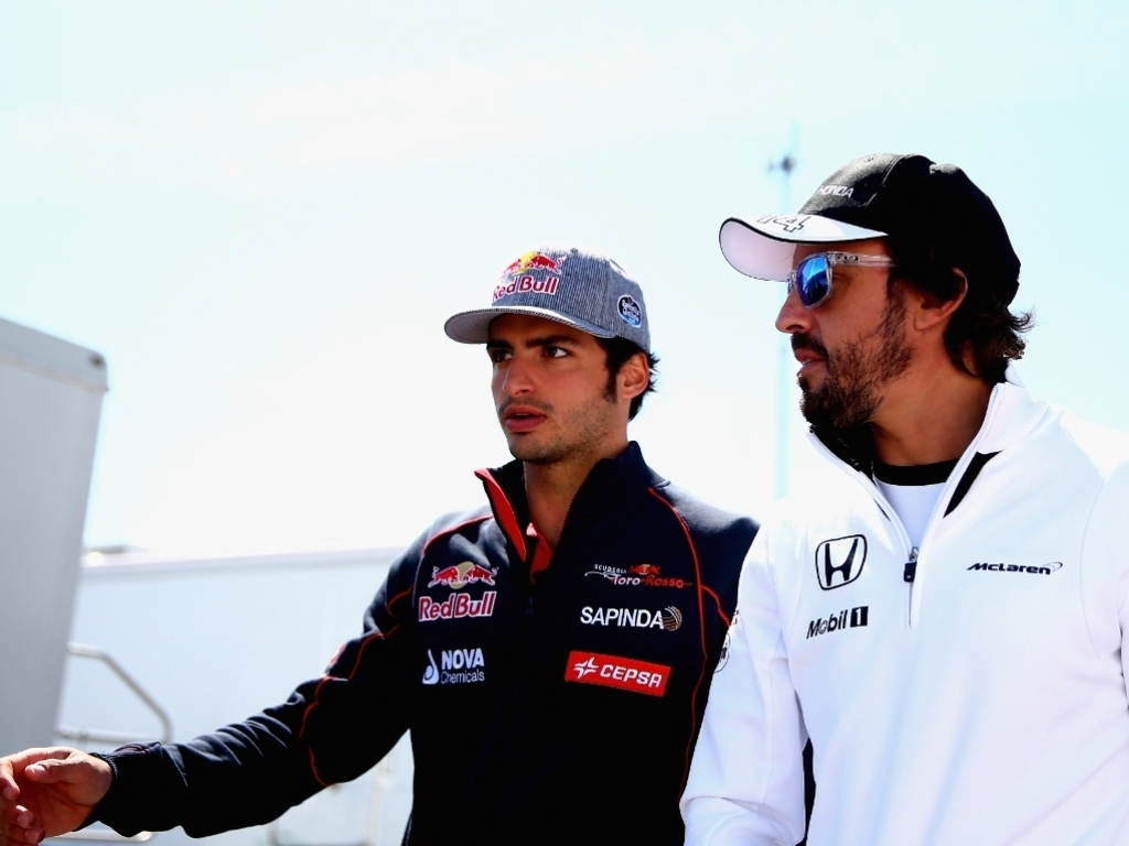 1022.6666666666666x767__origin__0x0_Fernando_Alonso_and_Carlos_Sainz1