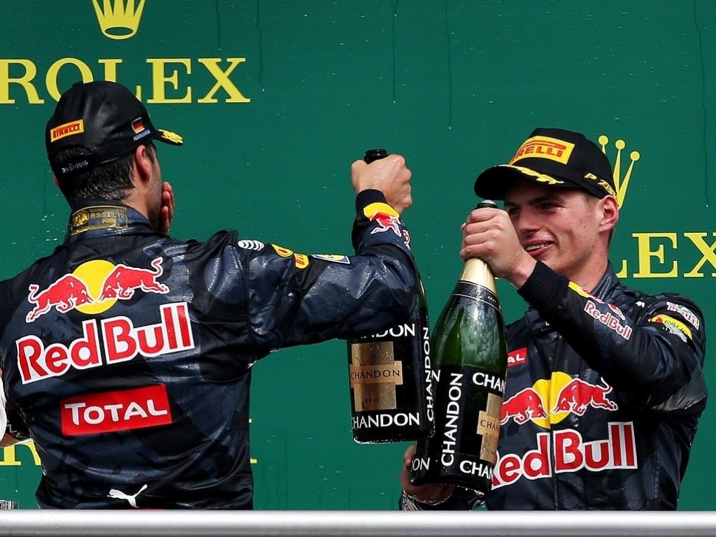 1022.6666666666666x767__origin__0x0_Daniel_Ricciardo_and_Max_Verstappen_champagne