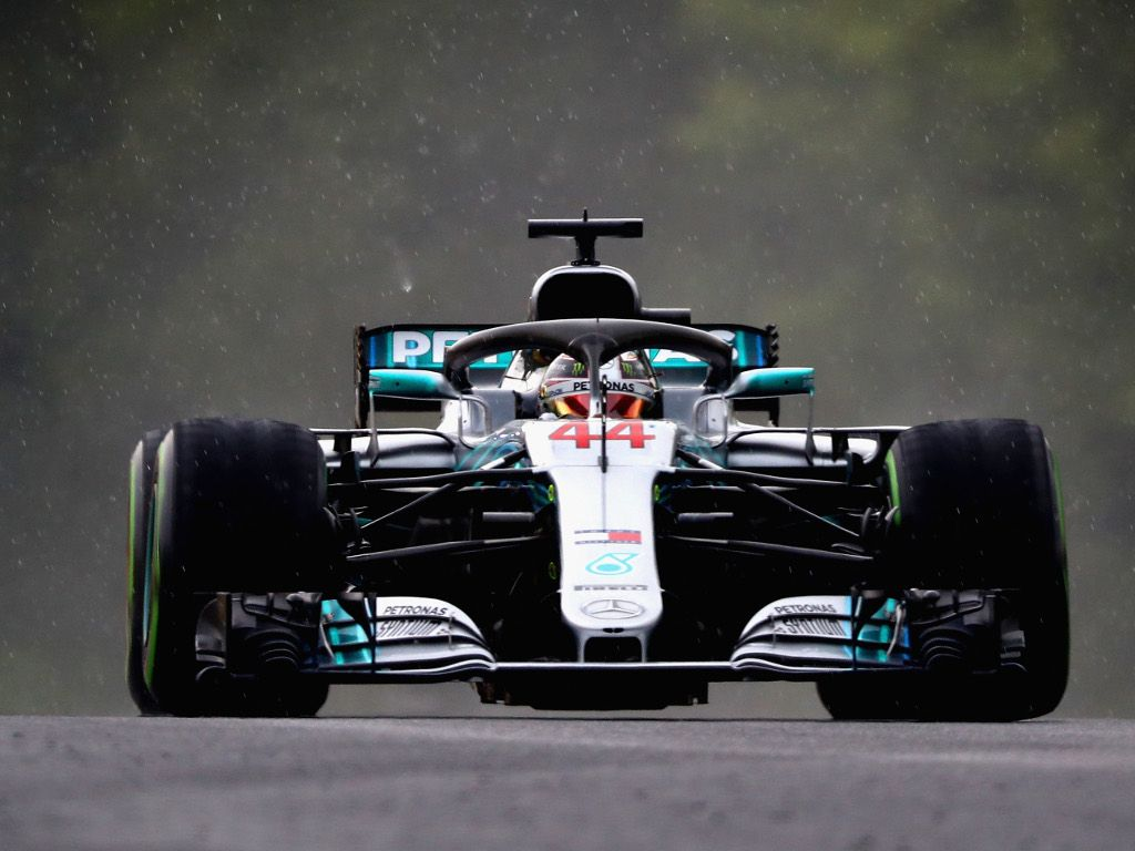 Qualy: Lewis Hamilton sails to pole at a wet Hungaroring