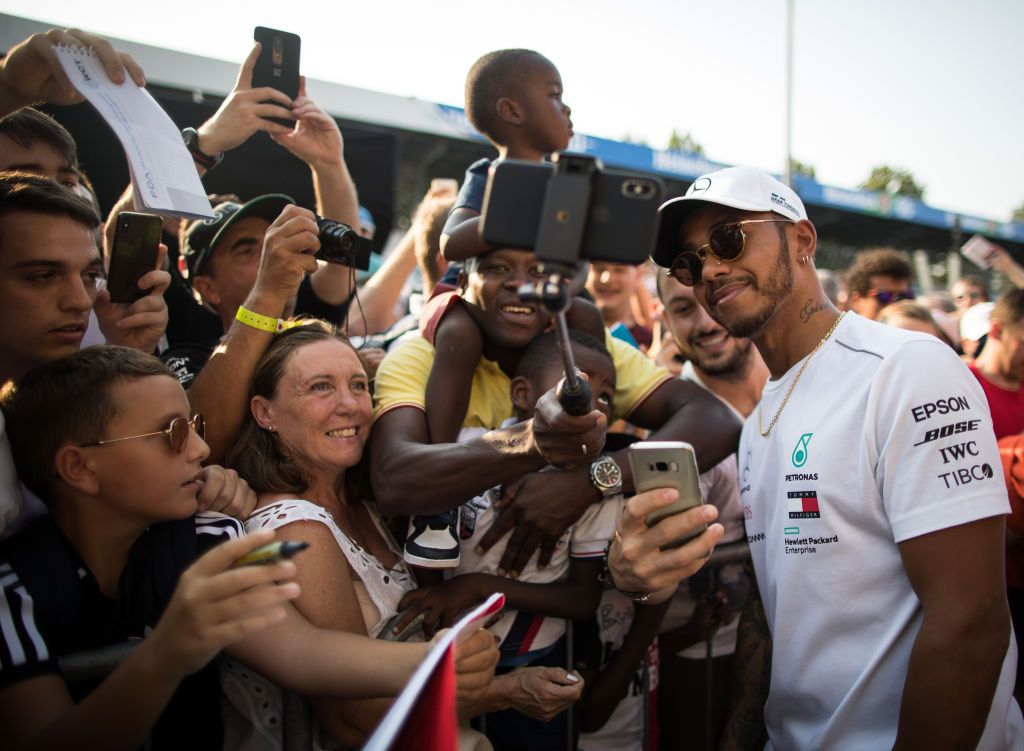 Lewis Hamilton makes belated arrival