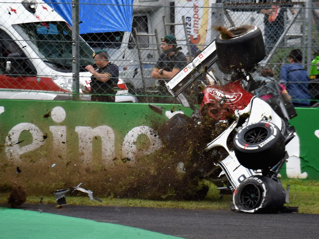 Carlos Sainz: F1 needs to drop 'dangerous' DRS
