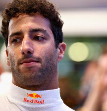 Daniel Ricciardo: Heat on Renault move