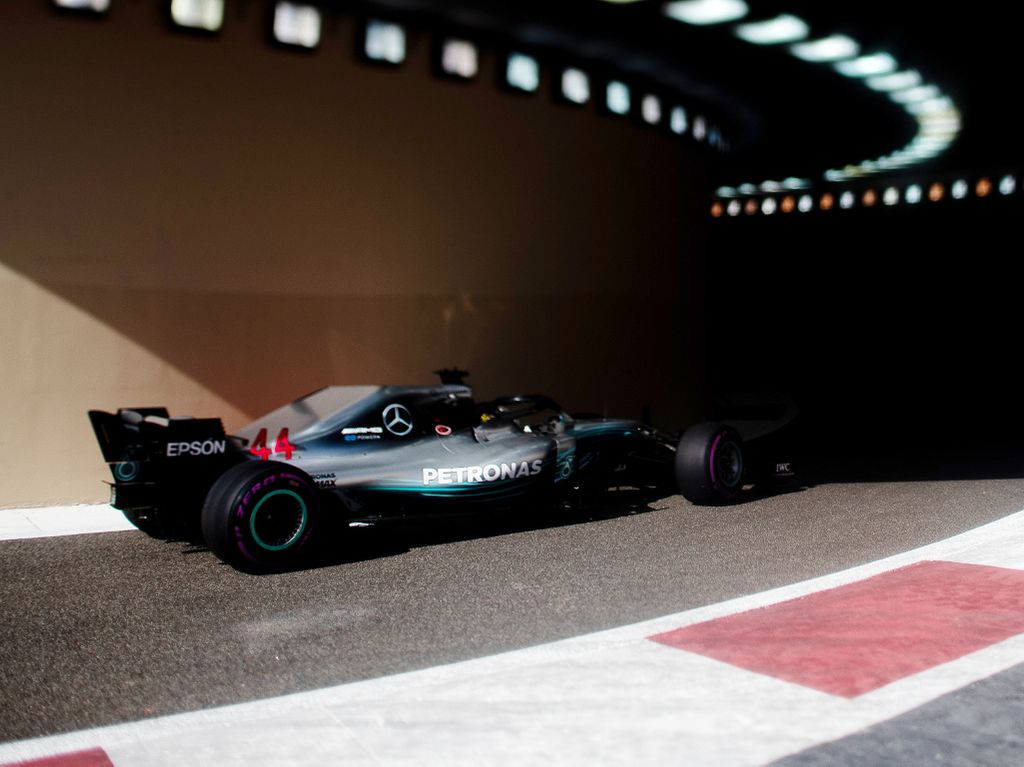 FP3: Lewis Hamilton hits the front in final practice