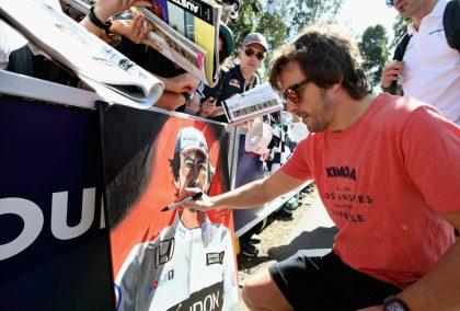 Fernando Alonso: Compares fan experiences
