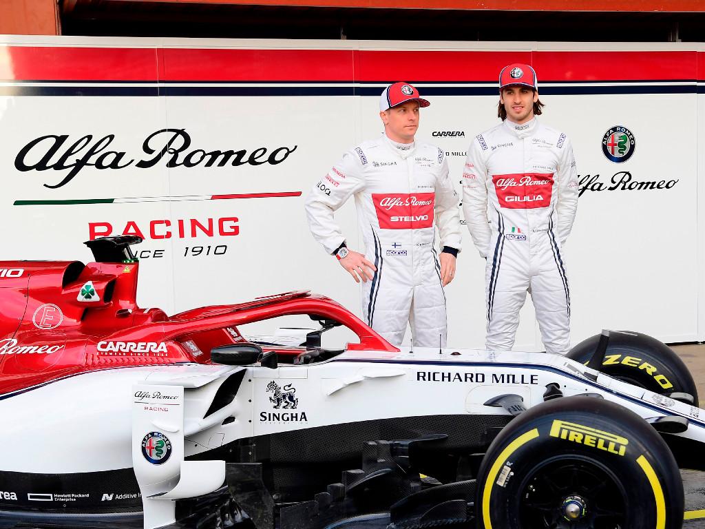 Alfa-Romeo-Kimi-Raikkonen-Antonio-Giovinazzi