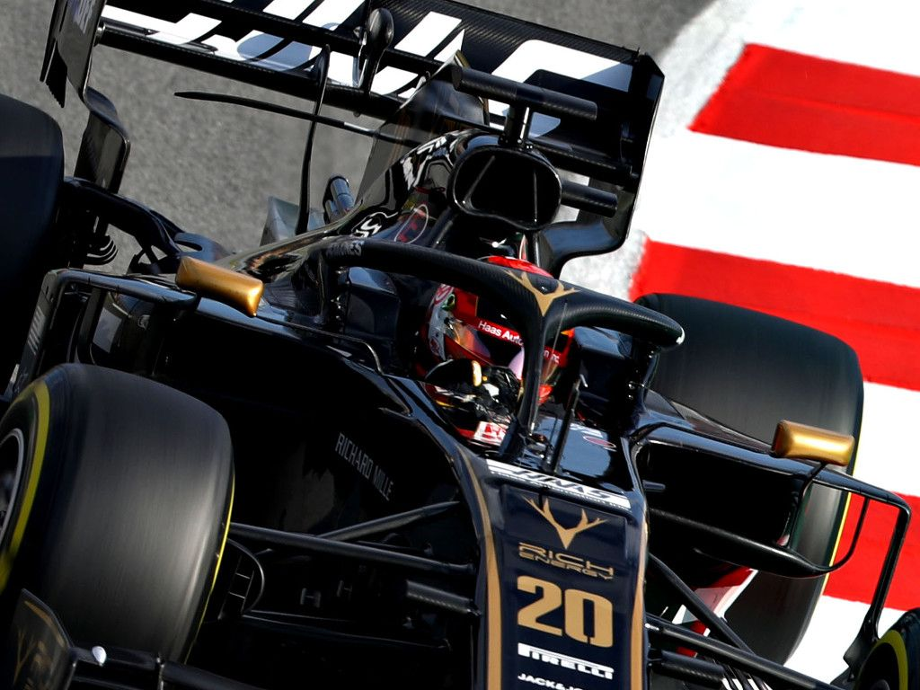Kevin Magnussen 'struggling to see' due to headrest issue