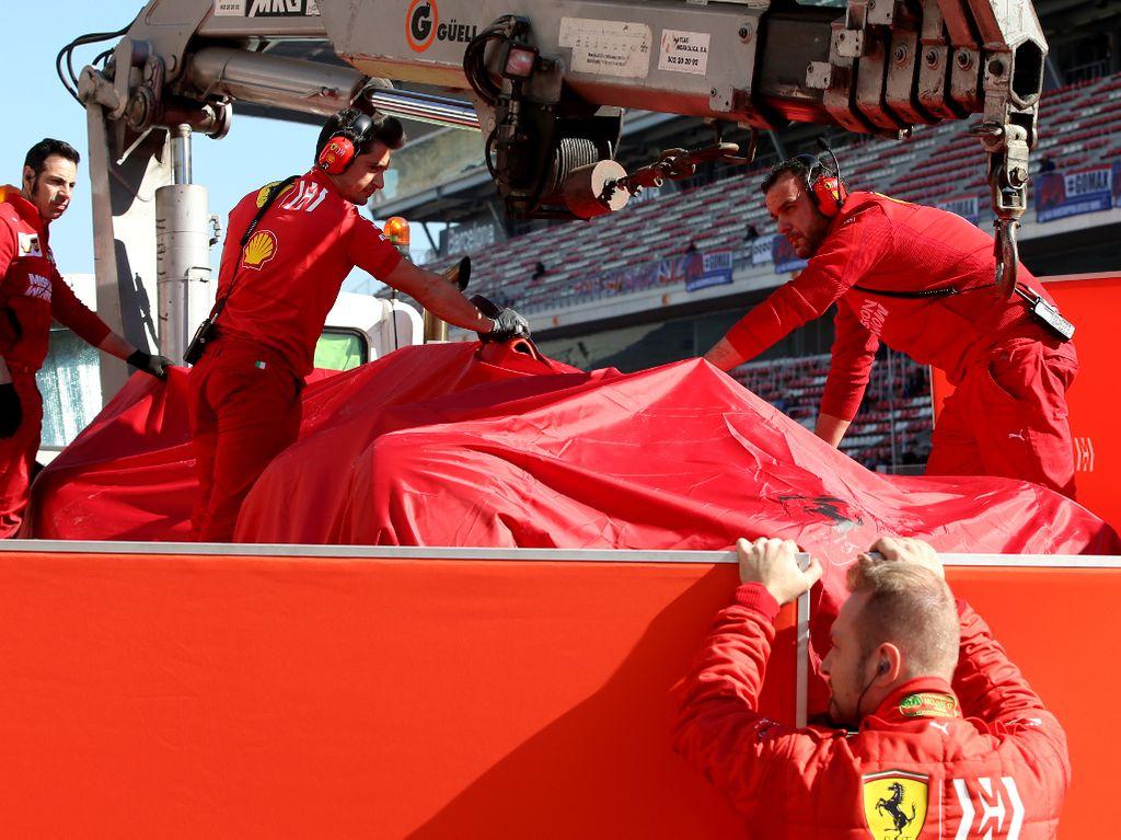 Sainz quickest, one lap from Ferrari after Vettel crash