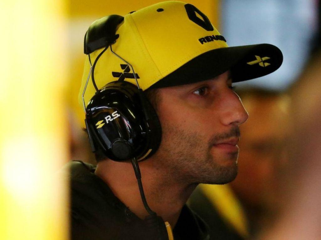 Daniel Ricciardo denies running from a fight with Max Verstappen.