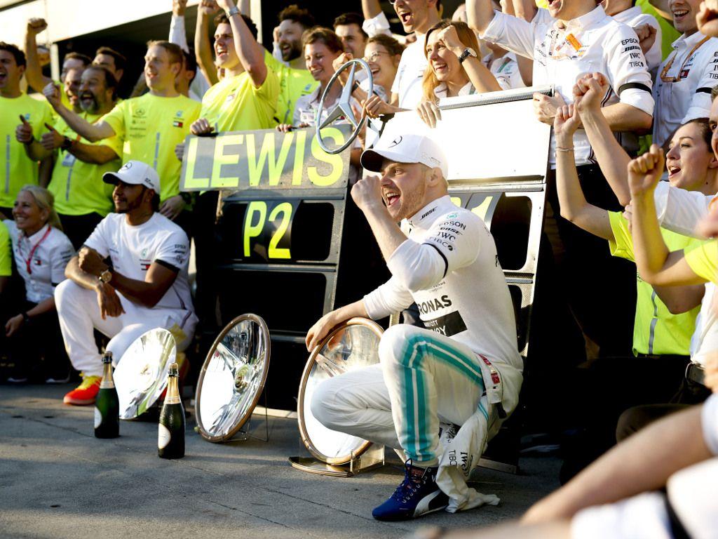 Nico Rosberg thinks Valtteri Bottas can be World Champion, if he exploits Lewis Hamilton's weak moments.