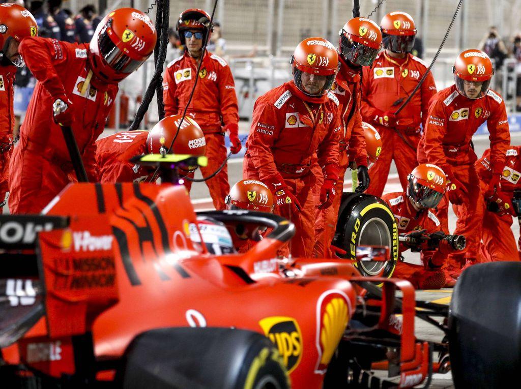 Pit lane Ferrari