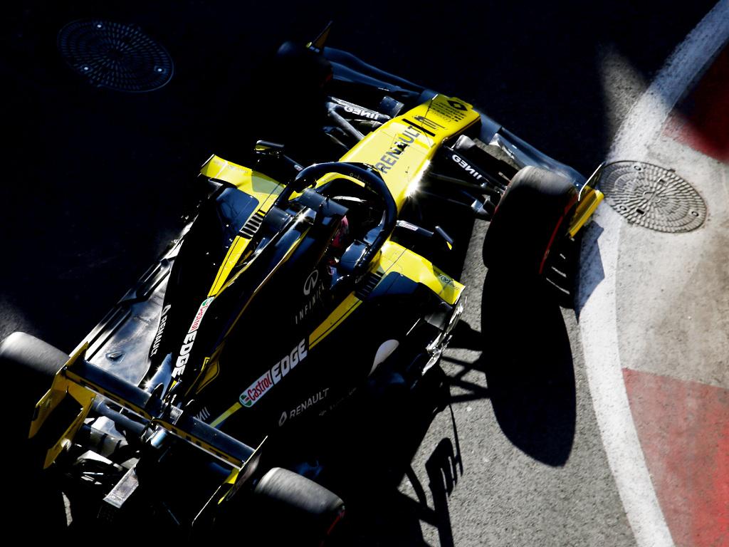 Daniel Ricciardo 'flatspotted both sets' of tyres