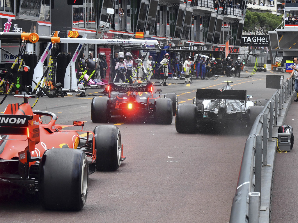 Max-Verstappen-Valtteri-Bottas-Monaco-pit-lane-PA