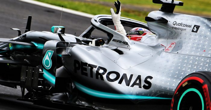 Lewis-Hamilton-waves-W10-PA1