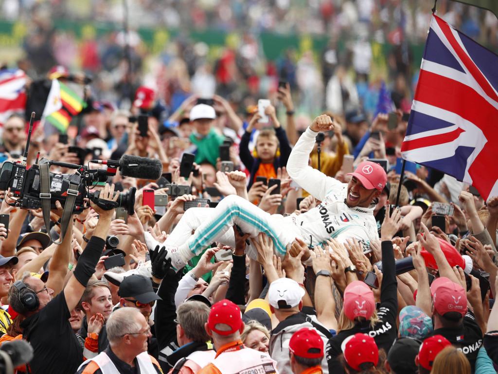 Lewis-Hamilton-crowd-surfing-PA1