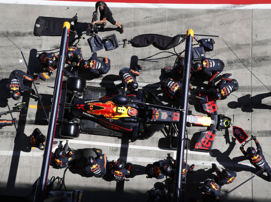 Pierre-Gasly-Red-Bull-pit-stop-PA