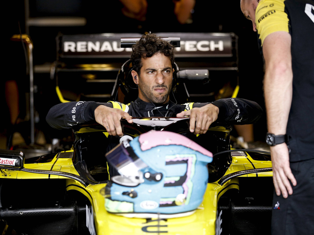 Daniel Ricciardo says he can't enjoy his home race because of the Australian media.