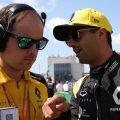 Daniel-Ricciardo-explains-Renault-PA