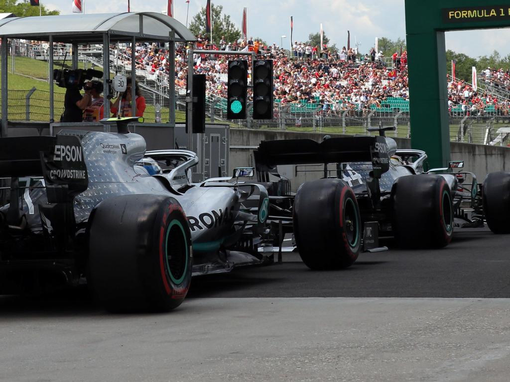 Mercedes-leaves-pits-PA
