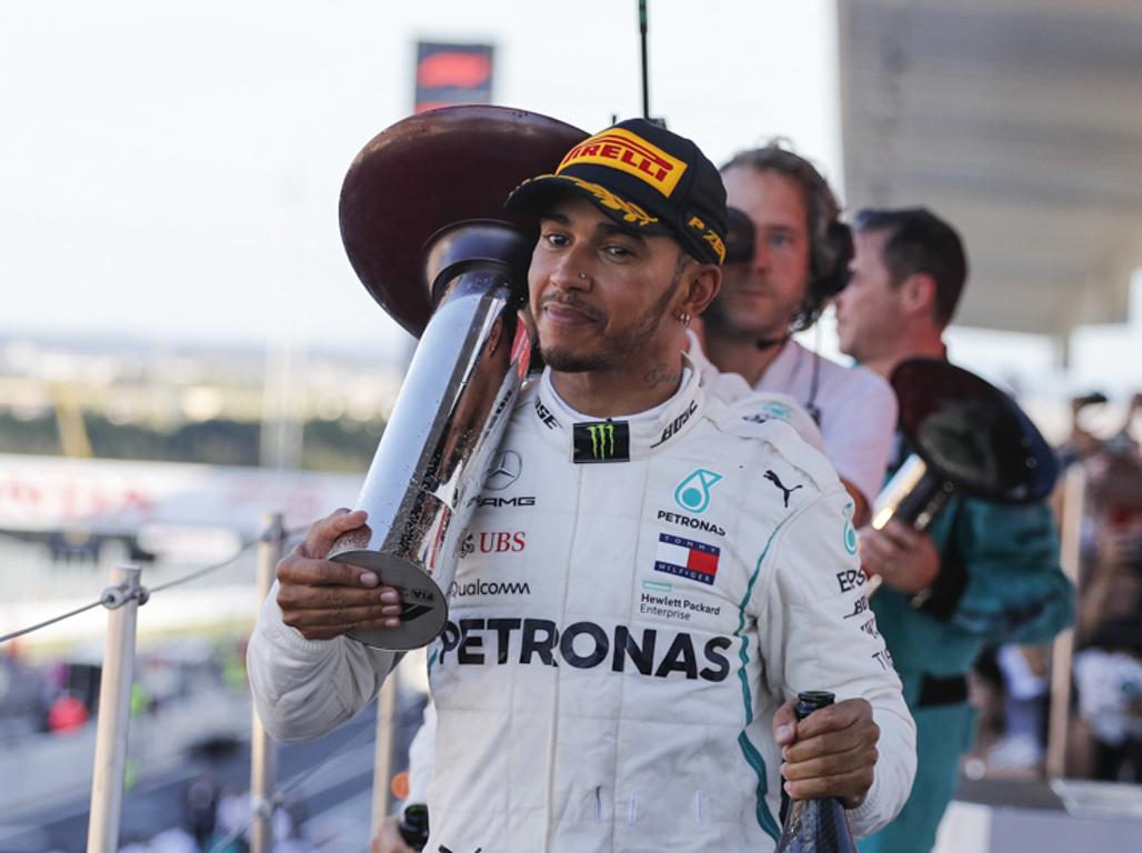 Lewis-Hamilton-trophy-2018-Japanese-GP-PA