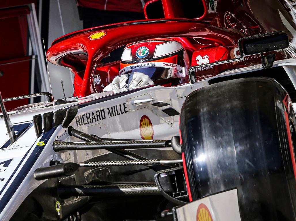 Kimi-Raikkonen-red-Pirelli-tyre-PA