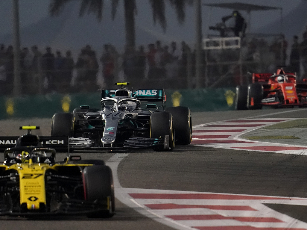 'F1 shouldn't ban DRS despite good moves in UAE'
