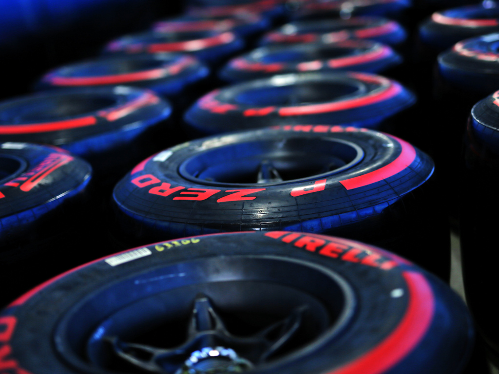 Pirelli-red-2019-tyres-PA