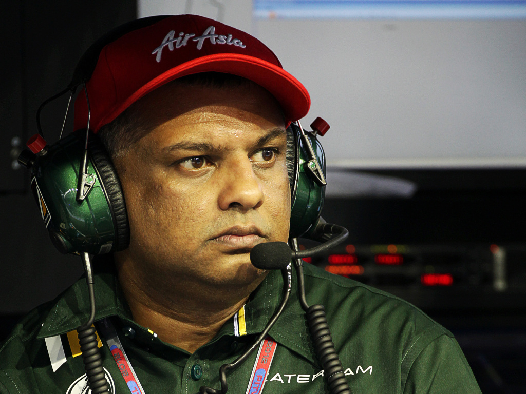 Tony Fernandes 'vigorously rejects' bribery charges
