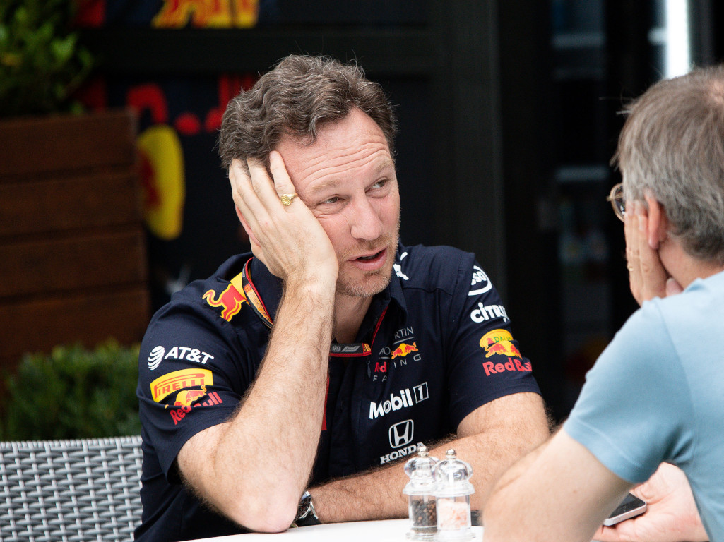Christian Horner head in hands