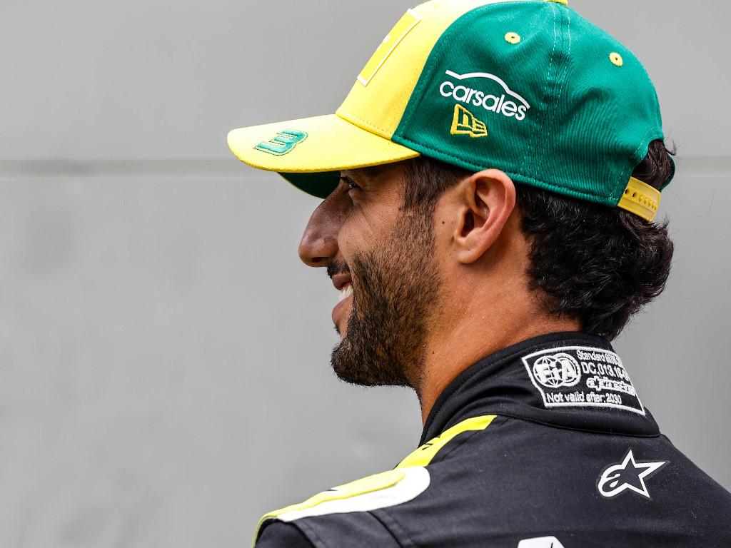Daniel Ricciardo smiling pa
