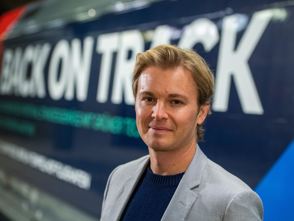 Nico Rosberg: Not much of a show if two teams drop out