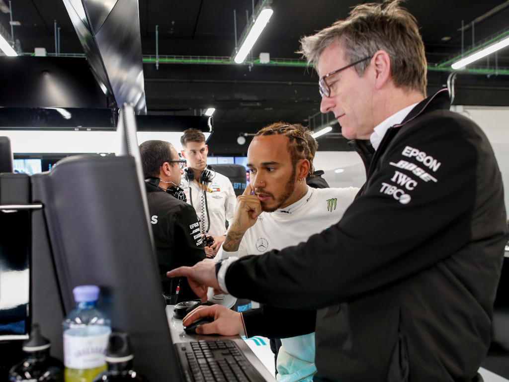 "Mercedes ""trust"" Lewis Hamilton to sign a new deal, say other teams lack trust."
