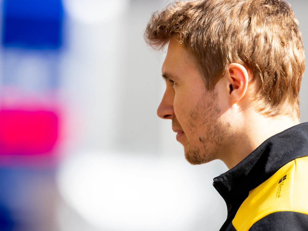 Sergey Sirotkin re-signs as Renault reserve driver