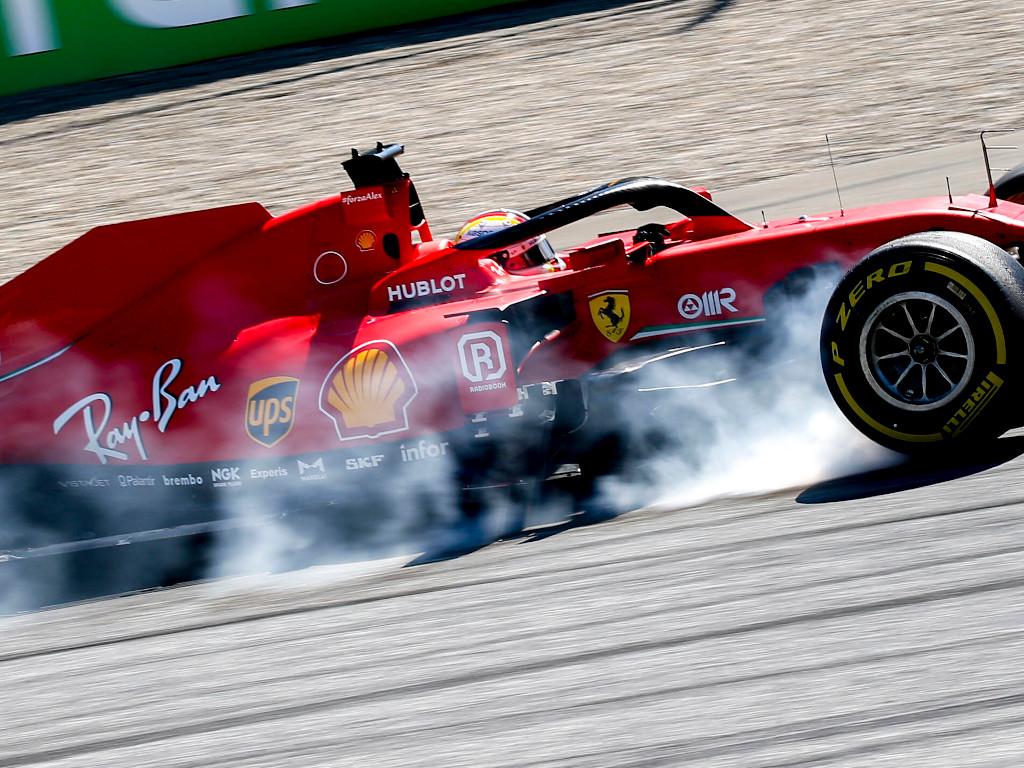 Sebastian Vettel tyre smoke.jpg