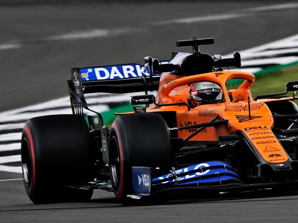 Carlos Sainz soft Pirelli.jpg