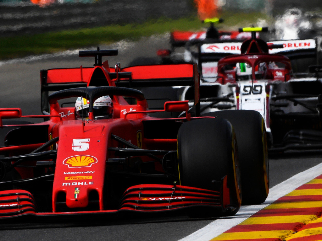 Sebastian Vettel fights Alfa Romeo