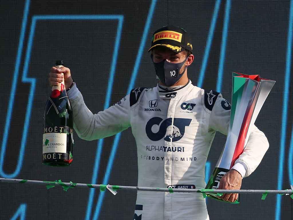 Dwa niesamowite wyścigi we Włoszech. Pierre Gasly zwycięża na Monzy.