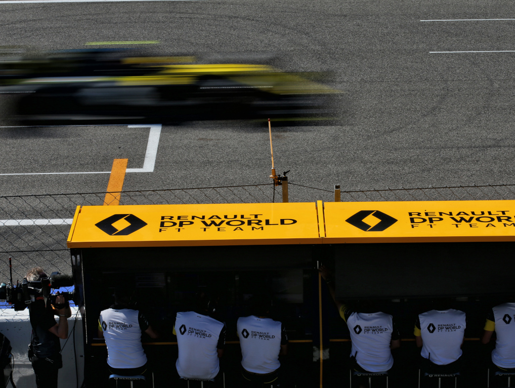 Esteban Ocon Renault pit wall