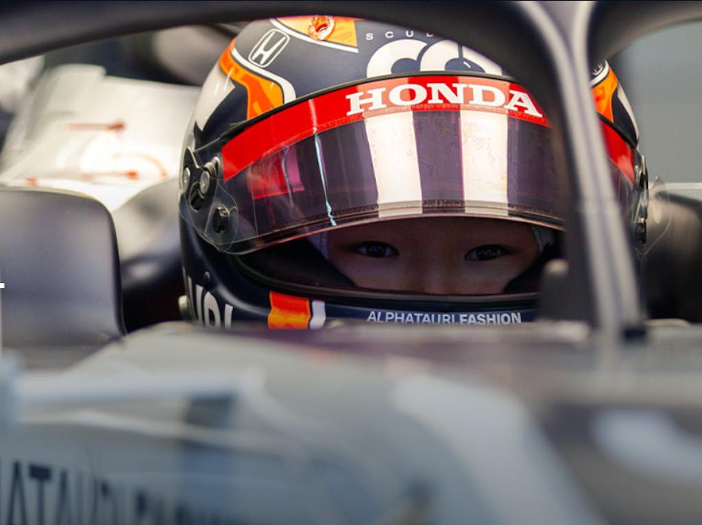 Yuki Tsunoda F1 test preparation.