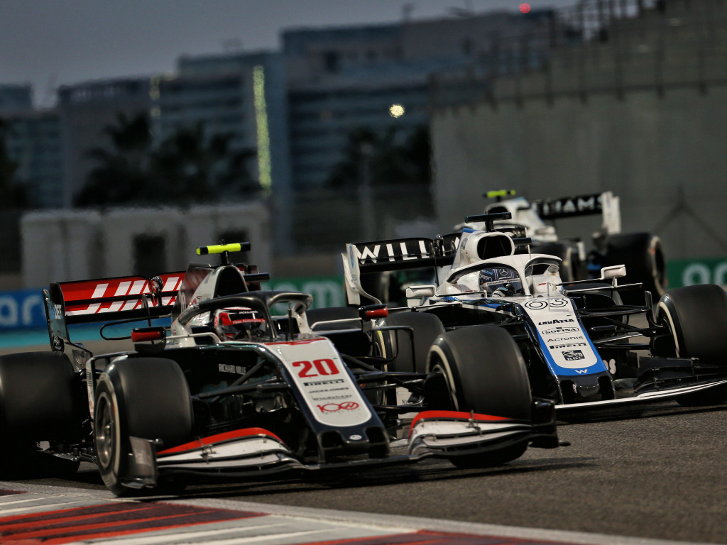 Haas Kevin Magnussen battling with Williams