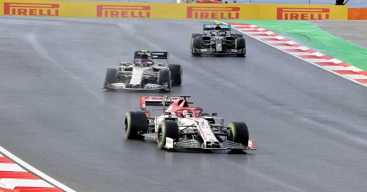 Kimi Raikkonen (Alfa Romeo) ahead of AlphaTauri, Mercedes
