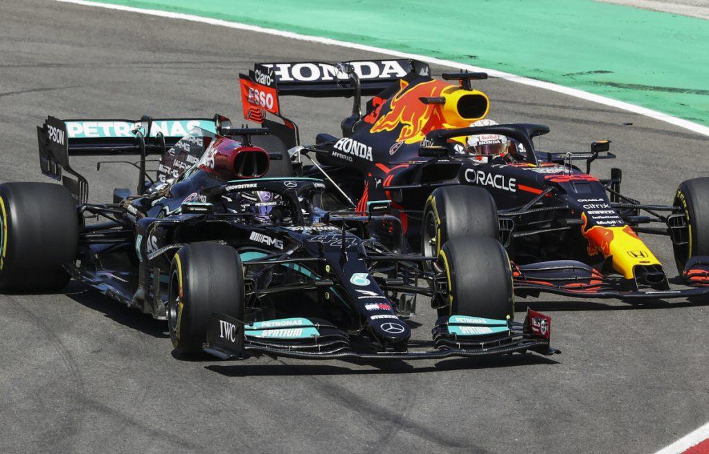 Lewis Hamilton fights Max Verstappen