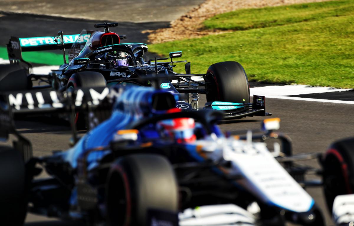 George Russell blurred Lewis Hamilton