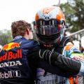Max Verstappen在摩纳哥大奖赛之后拥抱Lando Norris。摩纳哥5月2021年。