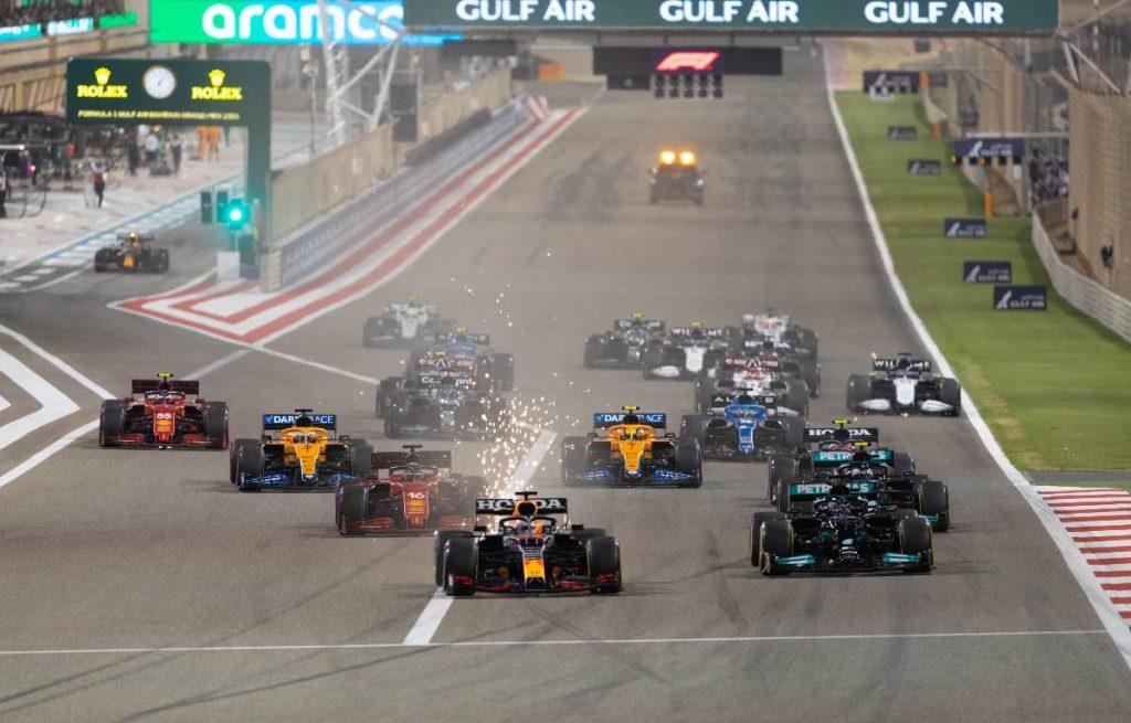 Max Verstappen导致将于Bahrain Grand Prix之一。Sakhir 3月2021年3月。