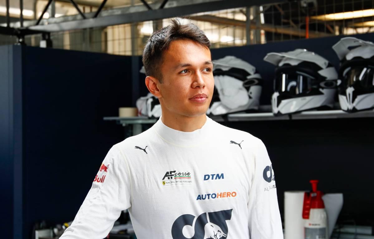 Alex Albon在DTM车库。2021年7月Lausitzring。