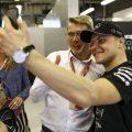 Valtteri Bottas takes a selfie with Mika Hakkinen. Abu Dhabi November 2017.