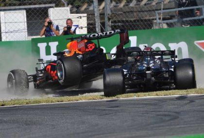 马克斯·维尔斯塔彭和刘易斯·汉密尔顿在蒙扎撞车。2021年9月。