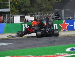 Max Verstappen在意大利GP的刘易斯汉密尔顿的梅赛德斯顶部的红牛队的土地。Monza 9月2021年9月。