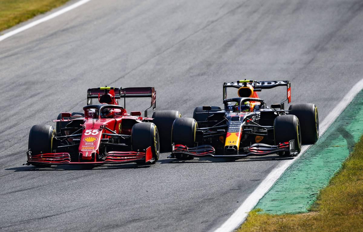 Sergio Perez和Carlos Sainz在意大利GP战斗。9月2021年。