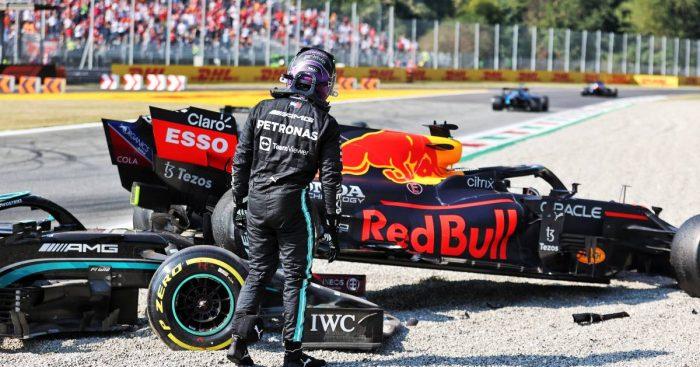 在意大利大奖赛中,刘易斯·汉密尔顿在与马克斯·维尔斯塔彭撞车的现场。2021年9月蒙扎。